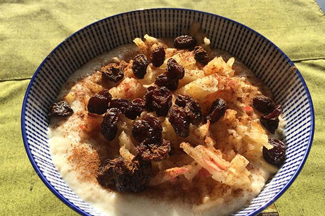 oatmeal apple raisins cinnamon